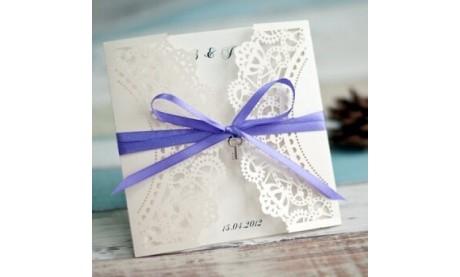 """Einladung Hochzeit """"Elegante Spitze mit lila Schleifchen"""""""