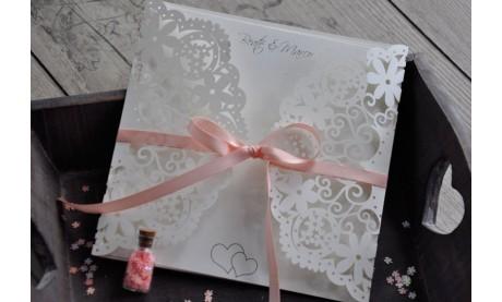 Hochzeitseinladungen Vintage mit edler Lasercut Spitze rosa