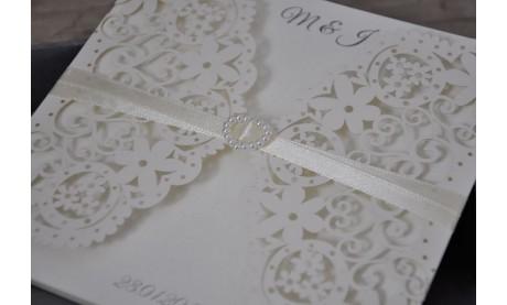 Moderne Vintage Hochzeitseinladung Laserschnitt Spitze mit Herz