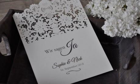 Einladungskarte zur Hochzeit mit Lasercut Spitze