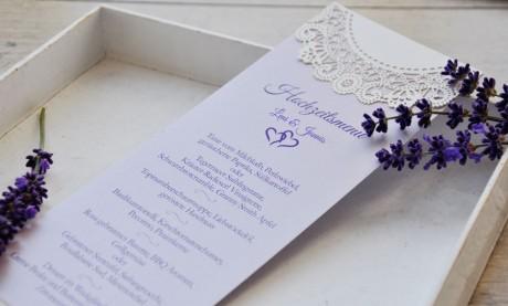 Menükarte-Hochzeit-Vintage-Lasercut-Spitze-lavendel-Standkarte