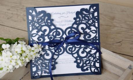 Einladungskarte Hochzeit Vintage Lasercut Spitze - marineblau