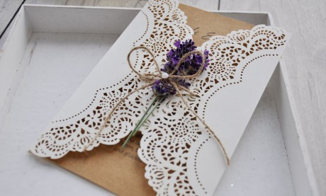 Einladungskarten Hochzeit Lasercut Kraftpapier Lavendel