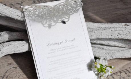 Edle Einladungskarten Hochzeit rosa Spitze Lasercut Strassstein