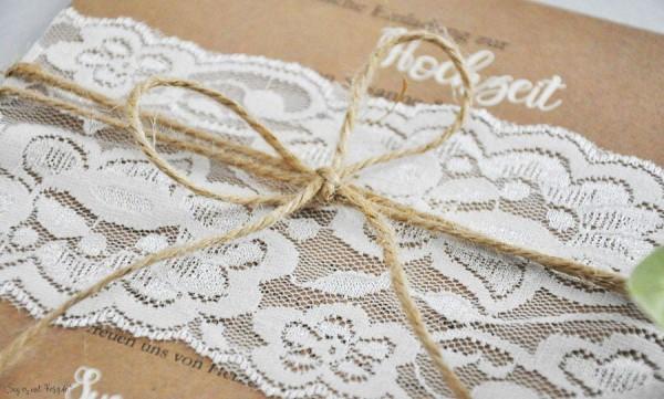 Einladungskarten Hochzeit Vintage Kraftpapier Spitze weiß rustikal edel
