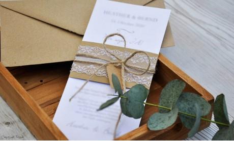 Stilvolle Hochzeitseinladung mit rustikaler Vintage Kraftpapier Spitze weiß diy