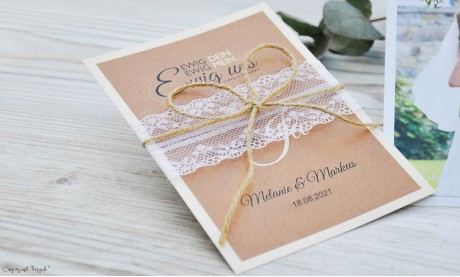 Hochzeitseinladung mit Spitze weiß Kraftpapier Vintage diy