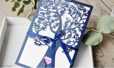 Hochzeitseinladungen Lasercut Spitze dunkelblau Baum Vintage navy blue Laserschnitt