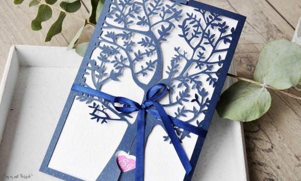 Hochzeitseinladungen Lasercut Spitze dunkelblau Baum Vintage navy blue Laserschnitt