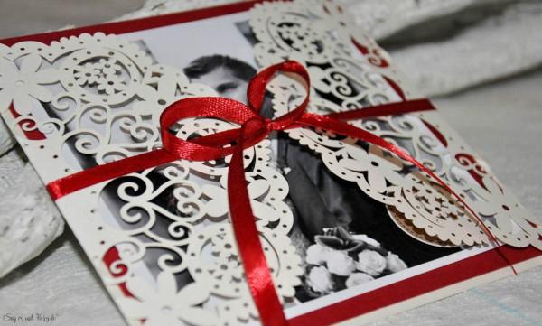 Einladungskarten Hochzeit rot Lasercut Spitze mit Foto Blumen floral