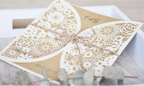 Laser cut Hochzeitseinladungen Blumen, Vintage Kraftpapier