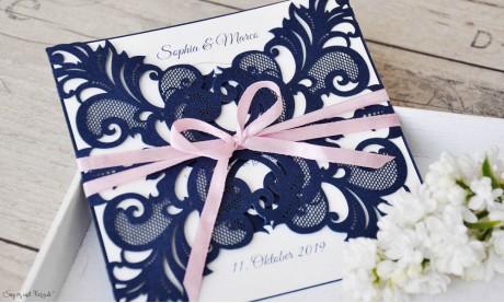 Edle Lasercut Einladungskarten Hochzeit Spitze blau rosa, navy blue, blush pink, Vintage