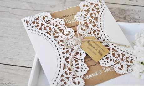 Vintage Einladungskarten Hochzeit mit Lasercut Spitze & Kraftpapier