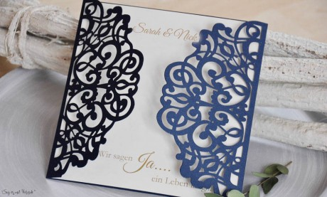 Einladungskarten Hochzeit Lasercut blau weiß Vintage Spitze