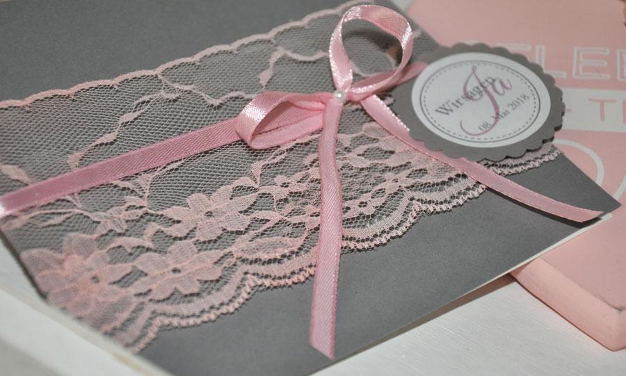 Hochzeitseinladungen Spitze grau rosa