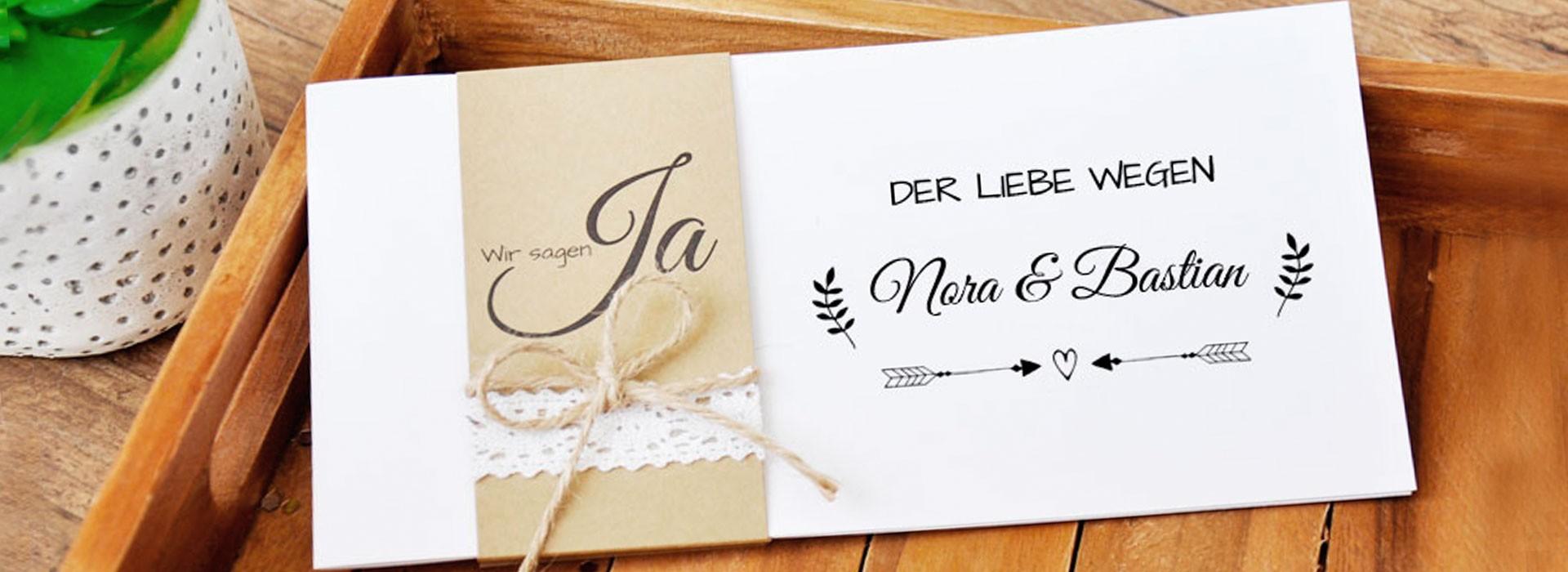 Hochzeitseinladungen mit Kraftpapier Banderole und edler Spitze im Vintage diy Style